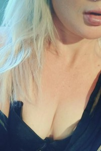 Alixcooper-Escorts-5c9d5fee57ee8_postad_1324556716