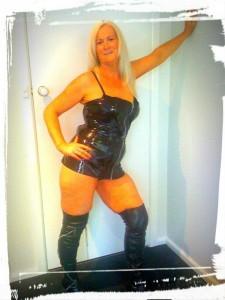 Angela-Escorts-5d3b3d7c54190_postad_368307404